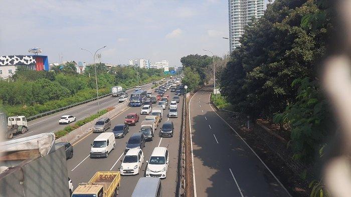 Hari Terakhir PPKM Darurat, Jalan Tol Tangerang-Jakarta Mulai Macet