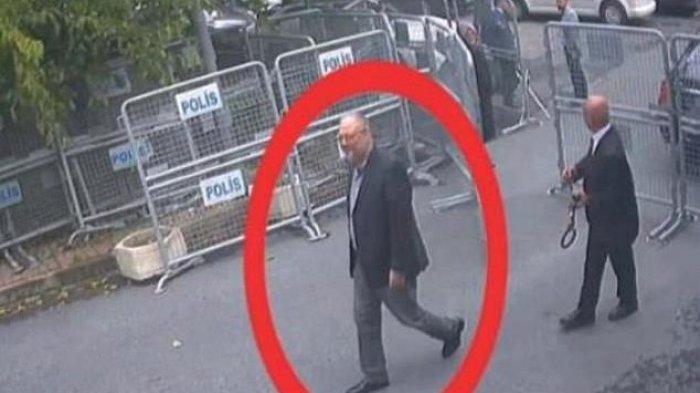 Jamal Khashoggi terlihat memasuki Konsulat Arab Saudi, sebelum diketahui lenyap tanpa bekas hingga kini.