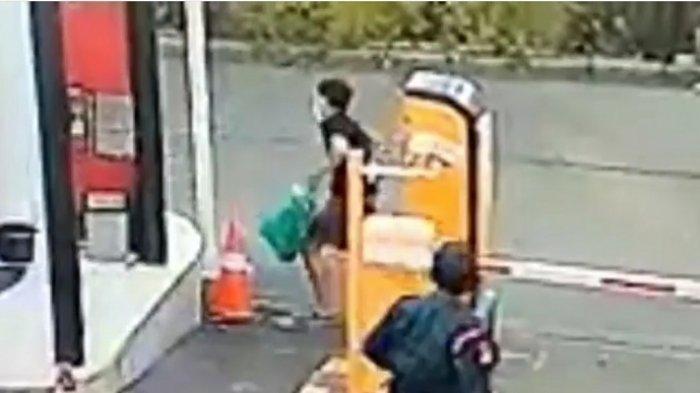 VIDEO VIRAL, Penghuni Rusun DP 0 Rupiah Nyaris Dijambret Saat Berjalan di Jalanan Tanpa Trotoar