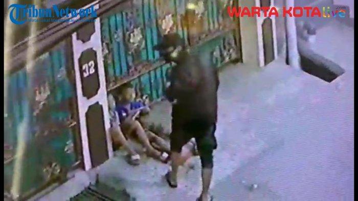 VIDEO Aksi Jambret Ponsel Milik Bocah di Warakas Terekam CCTV