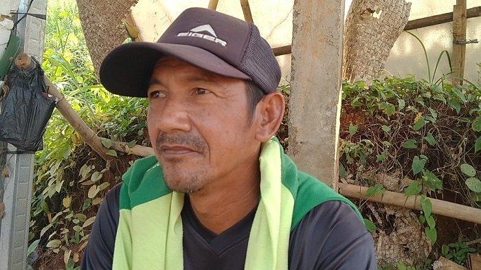 Japong Sempat Takut Menjadi Tukang Gali Makam untuk Jenazah Covid-19 di TPU Jombang