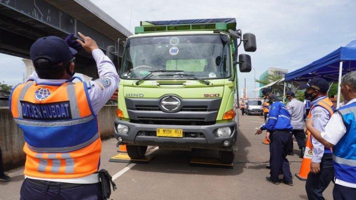 Jelang Libur Natal dan Tahun Baru 2021, PT Jasa Marga Jaring 63 ODOL di Jalan Tol Jakarta Cikampek