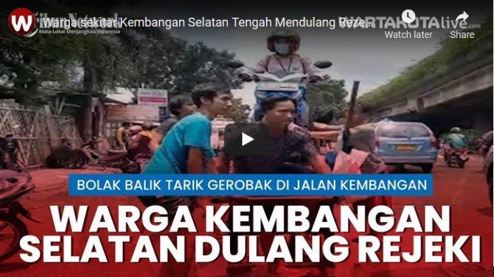 VIDEO Warga Kembangan Dulang Rezeki di Tengah Banjir, Tawarkan Jasa Angkut Motor Pakai Gerobak