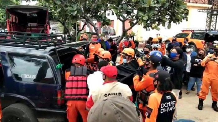 Jasad Bocah Tenggelam di Pantai Bahtera Jaya Ditemukan, Warga dan Keluarga Korban Menjerit Histeris