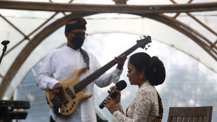 Aksi Panggung Sruti Respati, Bintang Indrianto hingga Dira Sugandi Hangatkan Jazz Gunung Ijen 2020
