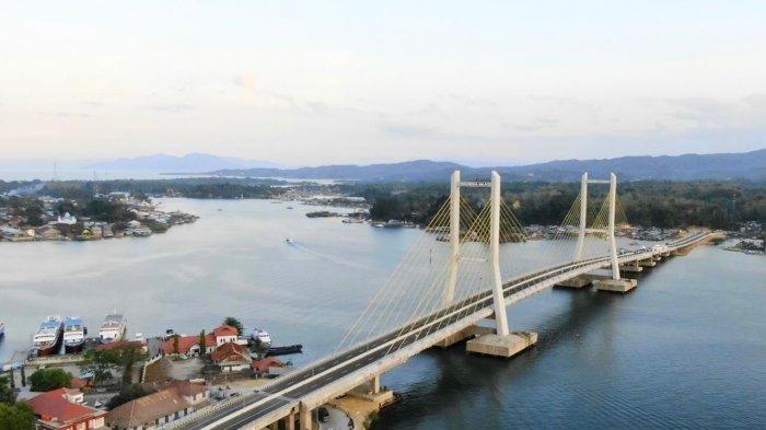 Jokowi: Jembatan Teluk Kendari Dukung Kawasan Industri dan Permukiman Baru