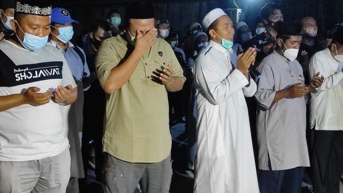 Proses Penyelenggaraan Sholat Jenazah Ustadz Tengku Zulkarnain Dikawal Ketat Brimob Polda Riau