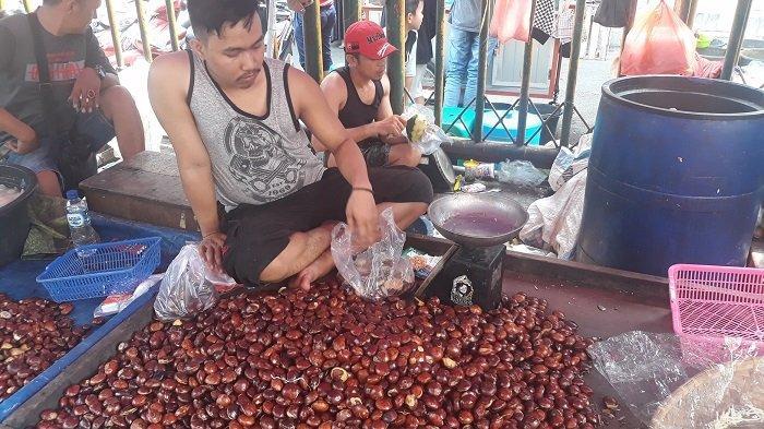 Jengkol dan Cabai Merah Laris Manis di Pasar Baru Bekasi Meski Harga Naik Dua Kali Lipat