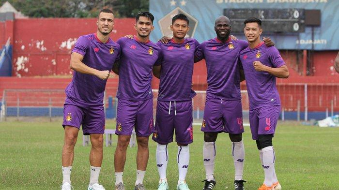 Warna ungu masih menjadi desain untuk jersey kandang tim Persik Kediri yang akan digunakan pada kompetisi BRI Liga 1 Indonesia musim 2021/2022