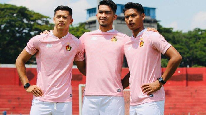 Persik Kediri Luncurkan Jersey Tandang Warna Pink Seperti yang Dikenakan di Liga Champions Asia 2007