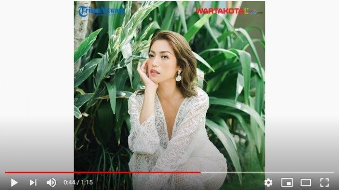 Jessica Iskandar menangis menerima lamaran Vincent Verhaag, kekasihnya, Jumat (24/9/2021). Kapan mereka akan menikah?