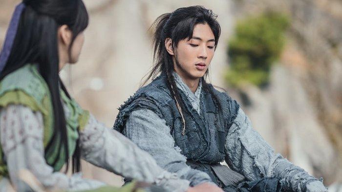 Aktor Ji Soo Berlutut dan Minta Maaf kepada Korban-korban Bullying di Sekolah
