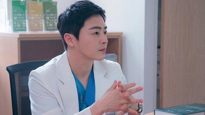 Jo Jung Suk Kembali Jadi Teman Lucu dan Dokter Penuh Kasih dalam Drama Korea Hospital Playlist 2