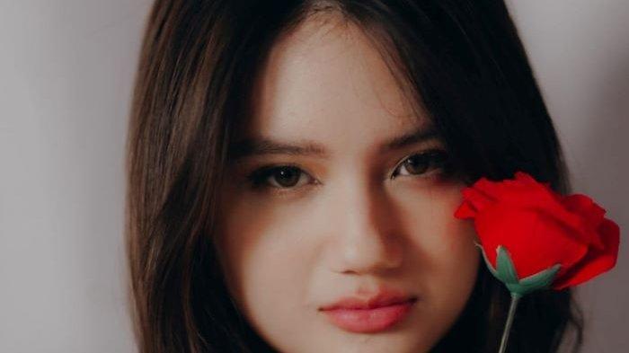 Penyanyi Joceline senang ketika lagu perdananya berjudul Sekarang Kau Bilang Sayang dirilis ke industri musik Indonesia, Jumat (3/9/2021). Lagu tersebut menjadi soundtrack film SIN Extended yang dibintangi Mawar de Jongh dan Bryan Domani.