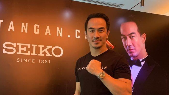 Aktor laga Joe Taslim disela nonton bareng film Mortal Kombat di Bioskop Metropole XXI, Jalan Cikini Raya, Jakarta Pusat, Jumat (23/4/2021). Joe Taslim memainkan peran Sub Zero di film Mortal Kombat.