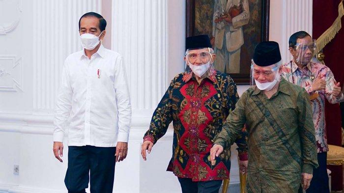 Presiden Joko Widodo menyambut Amien Rais dan perwakilan terkait peristiwa tewasnya enam laskar FPI di tol Cikampek di Istana Kepresidenan, Jakarta, Selasa, (9/3/2021). Presiden didampingi oleh Menkopolhukam Mahfud MD dan Menteri Sekretaris Negara Pratikno.