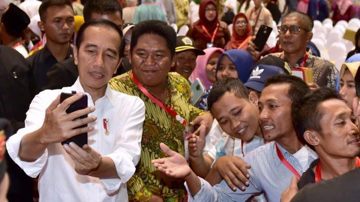 Wiranto Ditikam, Jokowi Bakal Tetap Selfie Bareng Warga Saat Kunjungan Kerja