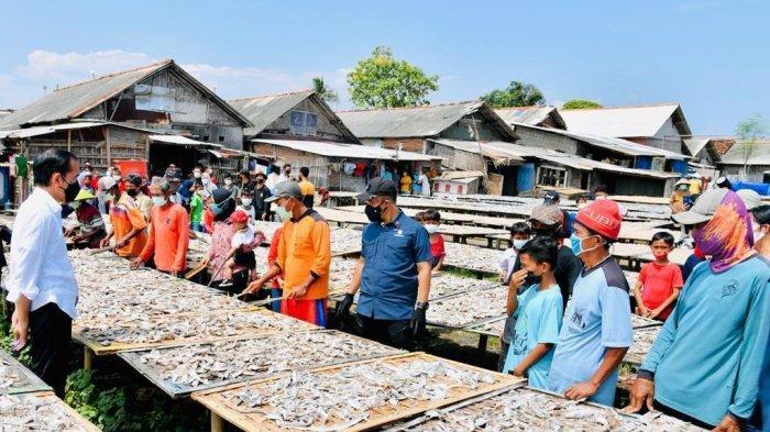 Jokowi Sebut Vaksinasi Door To Door BIN di Perkampungan Nelayan Cilacap Bentuk Pelayanan Masyarakat