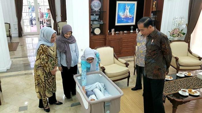 Jokowi Jenguk Cucu Kelima Belas Jusuf Kalla