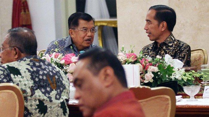 Presiden Joko Widodo dan Wapres Jusuf Kalla saat silaturahmi menjelang berakhirnya masa jabatan Kabinet Kerja di Istana Merdeka, Jakarta Pusat, Jumat (18/10/2019).