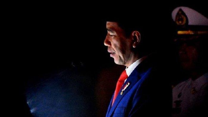 VIDEO: Tengah Malam Presiden Jokowi Kunjungi Makam Nan Gelap, Begini Suasananya