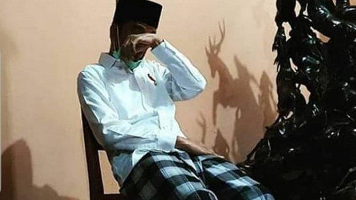 Ibunda Meninggal Dunia, Jokowi Menangis Terduduk Mengusap Air Mata. Ustadz Yusuf Mansur Minta Doa