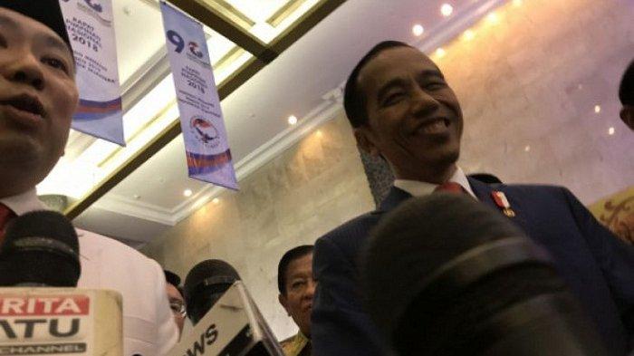 Presiden Jokowi Tertawa Tanggapi Prediksi Indonesia Bubar 2030
