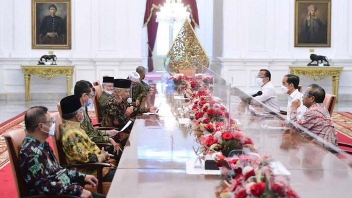 Perwakilan terkait peristiwa tewasnya enam laskar FPI di tol Cikampek pimpinan Amien Rais menemui Presiden Joko Widodo ddi Istana Kepresidenan, Jakarta, Selasa, (9/3/2021). Presiden didampingi oleh Menkopolhukam Mahfud MD dan Menteri Sekretaris Negara Pratikno.