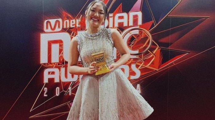 Marion Jola Sabet Penghargaan Bergengsi yang Disambut Gegap Gempita Media Sosial
