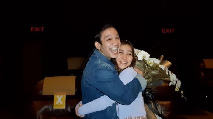 Jordi Onsu dan Frislly Herlind mengumumkan sebagai pasangan kekasih setelah menyatakan cintanya di salah satu studio bioskop di Senayan City, Tanah Abang, Jakarta Pusat, Senin (22/2/2021).