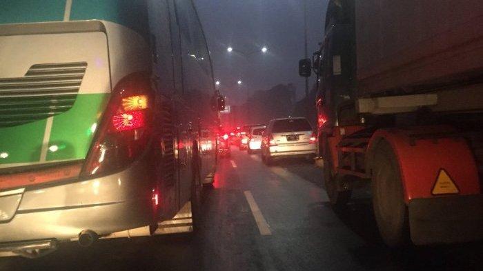 Arus Kendaraan di Jalan Tol JORR Dilaporkan dalam Kondisi Padat