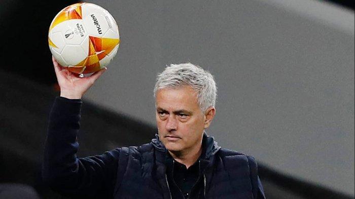 Dua Pekan Setelah Dipecat Tottenham, Jose Mourinho Dipercaya Membesut Serigala Roma