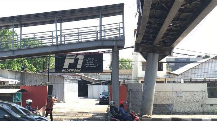 JPO Samsat Daan Mogot Miring Menunggu Perbaikan dari  Dinas Bina Marga DKI