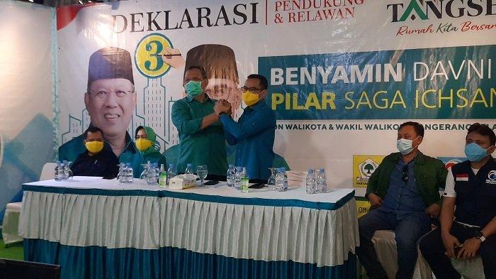 Paslon Wali Kota dan Wakil Wali Kota Tangsel, Benyamin Davnie - Pilar Saga Ichsan dalam konferensi pers terkait hasil hitung cepat Pilkada 2020 Kota Tangsel.