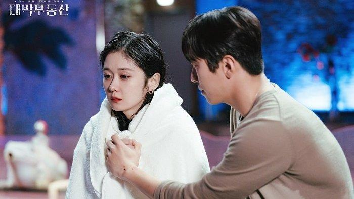 4 Momen Romantis Jang Nara dan Jung Yong Hwa dalam Drama Korea Sell Your Haunted House