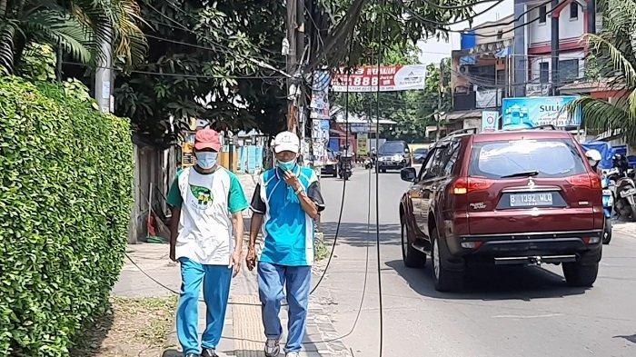Pejalan Kaki di Ciputat Khawatir pada Kesemrawutan Kabel Utilitas di Trotoar Jalan WR Supratman