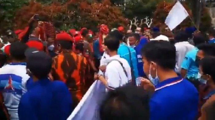 Kader Partai Demokrat bersitegang dengan Ormas Pemuda Pancasila yang menjaga Kongres Luar Biasa