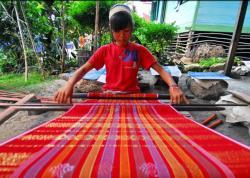 Angkat Popularitas Ulos Agar Sejajar Batik dan Tenun Ikat Sumba di level nasional dan internasional.