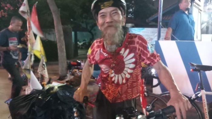 VIDEO: Kakek Berusia 62 Tahun Mudik ke Banyuwangi Gowes Sepeda