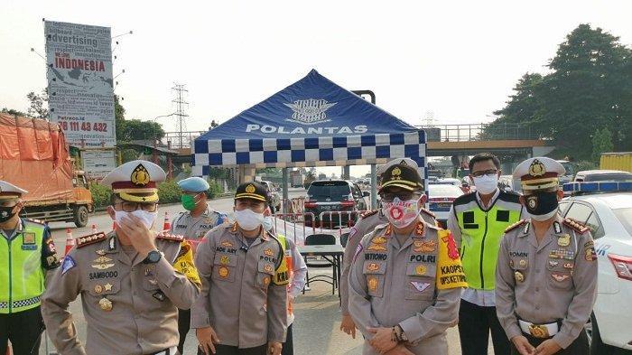 Larangan Mudik Diperketat, Kepala Korlantas Polri Cek Pos Penyekatan di Gerbang Tol Cikupa Tangerang