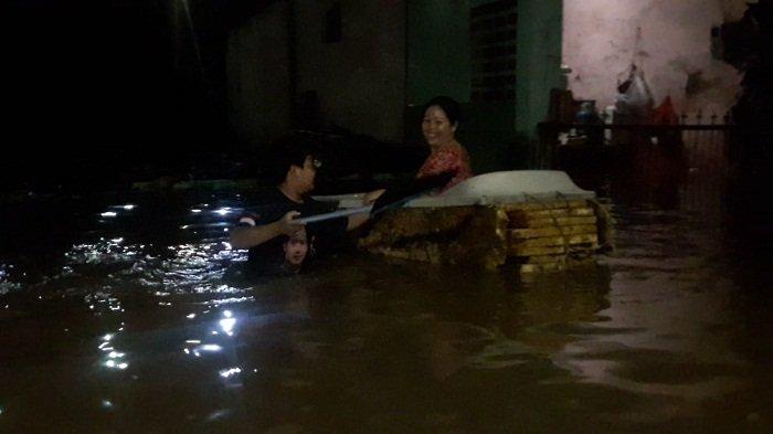 Kali Cakung Meluap, 5 RT di Rawaterate Terendam Banjir 2 Meter
