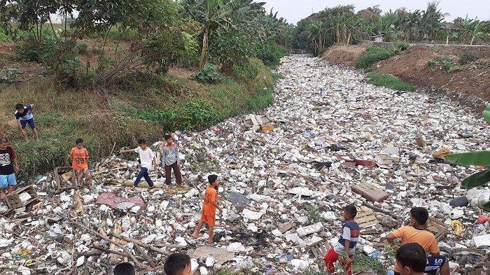 DPRD Menyarankan Pemkab Bekasi Membeli Water Master untuk Mengatasi Tumpukan Sampah Kali Jembe