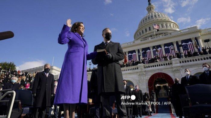 Wakil Presiden AS Kamala Harris Terima Suntikan Dosis Kedua Vaksin Covid-19