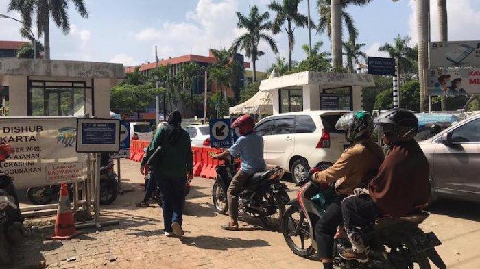 Pukul 11.30 Kemacetan Parah di Kantor Samsat Jakarta Timur Jl Di Panjaitan Menuju Cawang