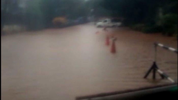 Kantor Wali Kota Jakarta Utara Dikepung Banjir, Lahan Parkir Motor Tak Bisa Dipakai