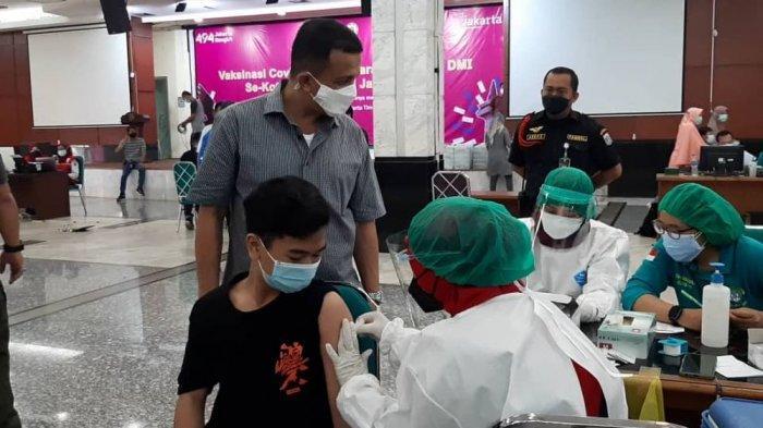 Ajak Anaknya yang Berusia Remaja, Para Ulama di Jakarta Timur Suntik Vaksin di Kantor Wali Kota