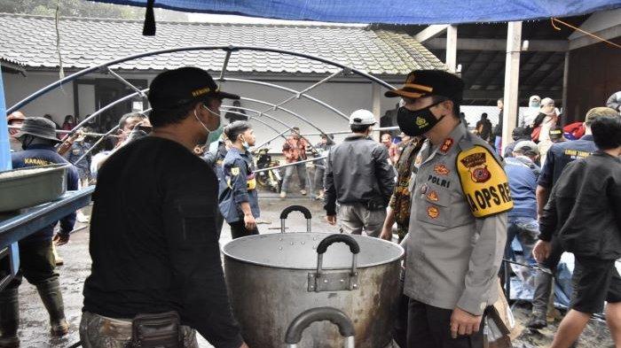 Bantuan Terus Mengalir ke Posko Pengungsi Banjir Bandang Gunung Mas Kabupaten Bogor