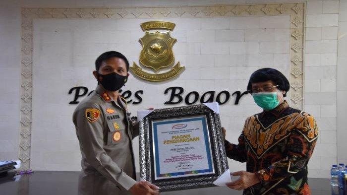 Kak Seto Beri Penghargaan kepada Tokoh Peduli Anak Kapolres Bogor AKBP Harun