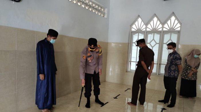 Kapolres Enrekang Terus Ingatkan Protokol Kesehatan di Masjid