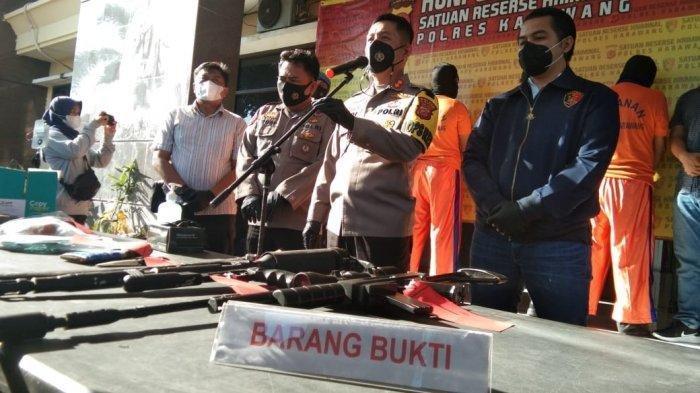 VIRAL Penyerangan Brutal Kantor Leasing Adira di Karawang,Pelaku Tak Terima Motor Kerabatnya Ditarik